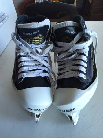 Photo BAUER GOALIE ICE SKATES SZ 12 - $25 (FINDLAY)