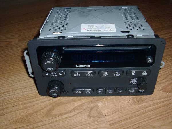 Photo CHEVY GMC Factory (OEM) Radio, MP3, and CD Player - $55 (Findlay) - $55 (Findlay)