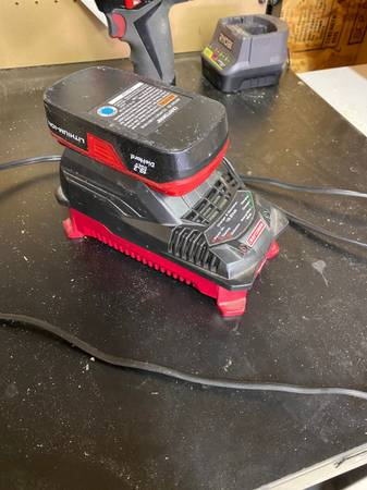 Photo Craftsman drill and charger(Not charging) - $20 (LIMA)