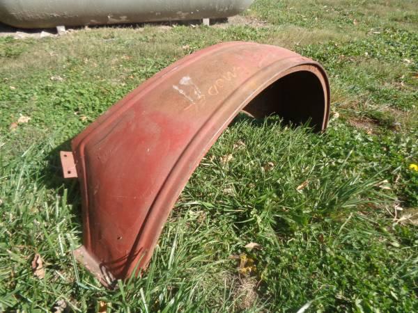 Photo Ford Model T Left Rear Fender - $50 (Upper Sandusky)