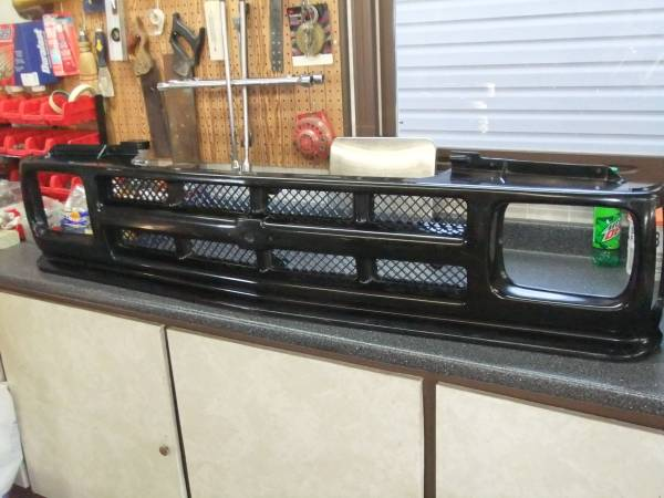Photo Front Grille 1991-1994 Chevy S-10  S10 Blazer - $15 (ottoville, ohio)