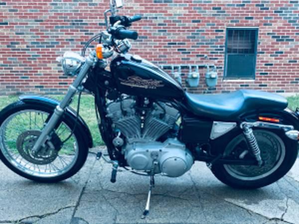 Photo Harley-Davidson Sportster Custom 883 - $3,500 (Springfield)