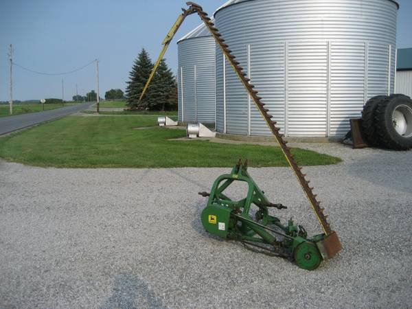 Photo John Deere 350 sickle mower - $2,950 (Continental)