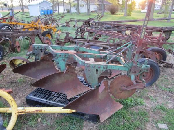 Photo John Deere 810 three bottom 16 inch plow - $625 (Republic)