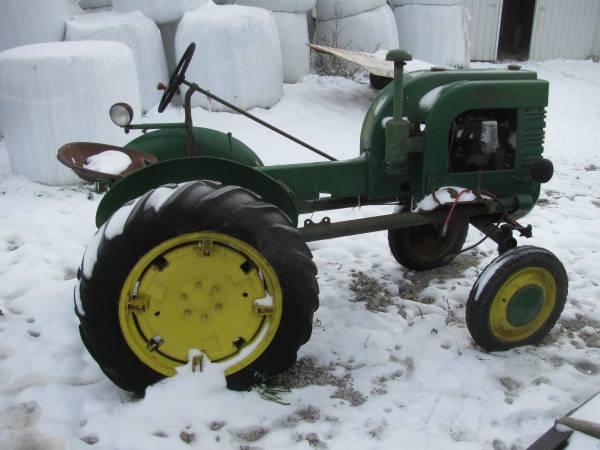 Photo John Deere LA tractor (Van Buren)