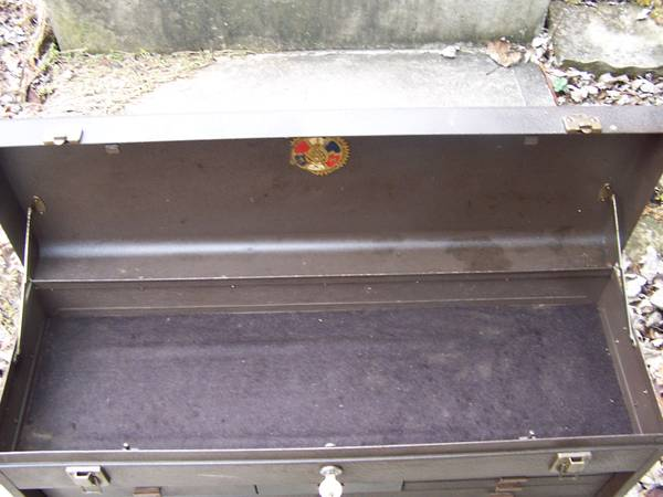 Photo Kennedy tool box with base (bloomville,ohio)