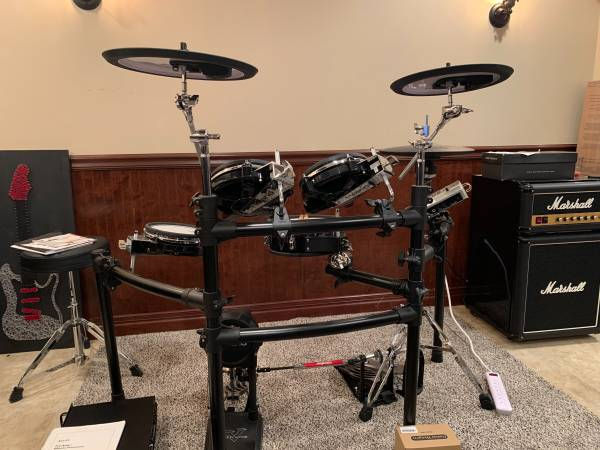 Photo Roland TD-9KX2 V-Drums V-Tour - Mint - $1,700 (Findlay)