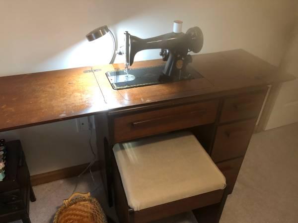 Photo Singer Sewing Machine  Desk - $50 (Shawnee)