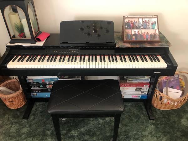 Photo Suzuki Digital DP-700 Piano and bench - $300 (EATON)
