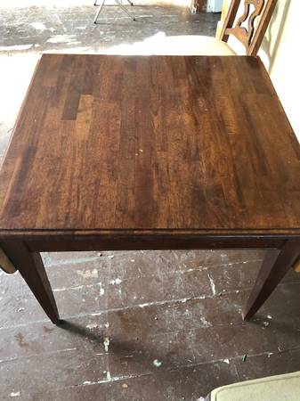 Photo Table-Dining room or Kitchen Table  Chairs Antique - $140 (wapakoneta)
