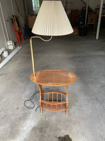 Photo Two bar stools, end table l, chair - $10 (Findlay)