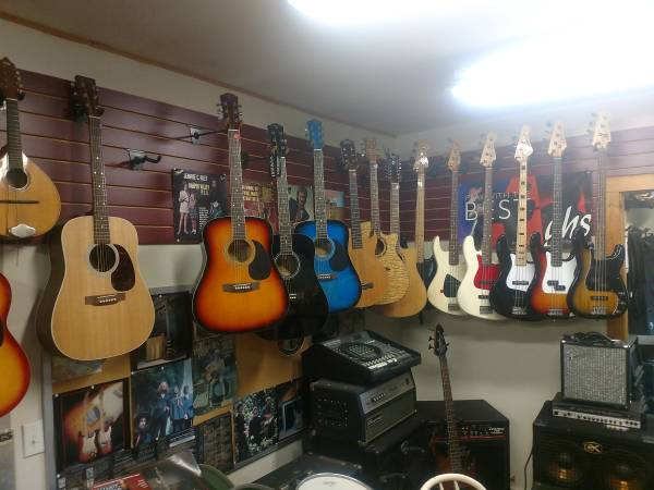 Photo USE YOUR TAX REFUND FOR THAT GUITAR OR AMPLIFIER YOU39VE BEEN WANTING (Fremont)