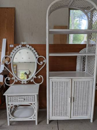 Photo White Wicker Bedroom suite - $800 (Findlay)