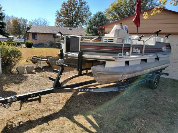 Photo 18 FT BASS BUGGY PONTOON BOAT WITH 85 HP EVINRUDE - $5,000 (Fairmont)