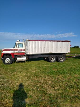 Photo 1979 ford 9000 diesel truck and pup - $25,000 (Dorchester neb)