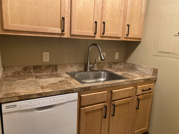 Photo 1 bd  1 ba APPLY TODAY AND SAVE TOMORROW (Lincoln)