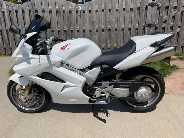 Photo 2006 Honda VFR800 - 2,600 miles - Beautiful - $6,250 (Omaha)