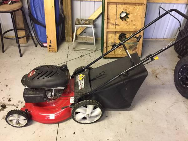 Photo 21 yard machines push mower - $100 (Seward)