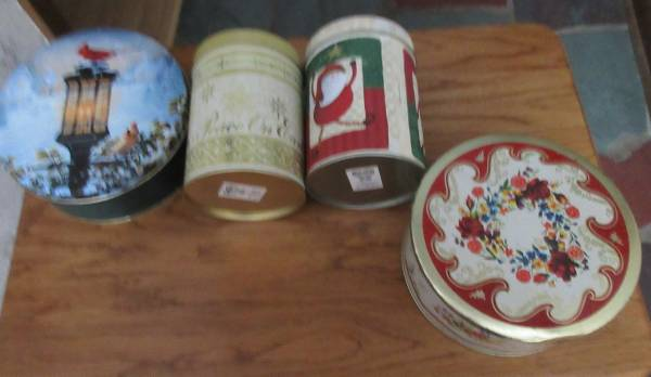 Photo 4 Metal Cookie Candy Tins Vintage - $2 (Lincoln)