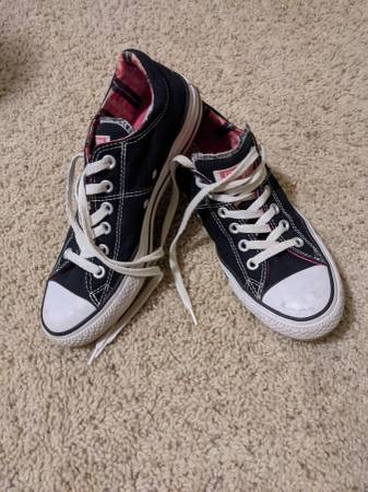 Photo Converse All-Star low-top shoes womens size 8 - $10 (Lincoln)