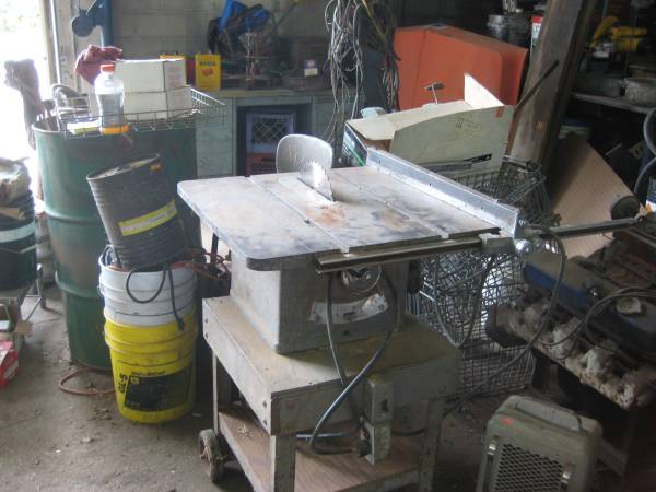 Photo DELTA 8 12 table saw REDUCED - $50 (EAGLE)