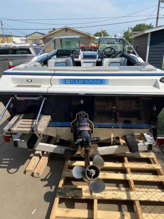 FourWinns boat - $3,500 (Burlingame)