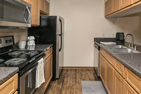 Photo Ground Level Newly Remodeled 1 Bedroom (510 Surfside Drive, Lincoln, NE)