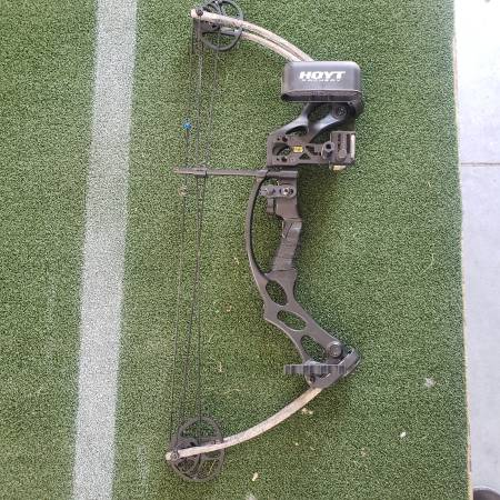Photo Hoyt Ruckus Jr. Youth bow - $175 (Lincoln)