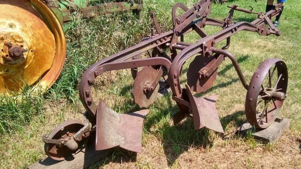 Photo John Deere 2-Bottom Plow model 52 16 inch (Prague, NE)