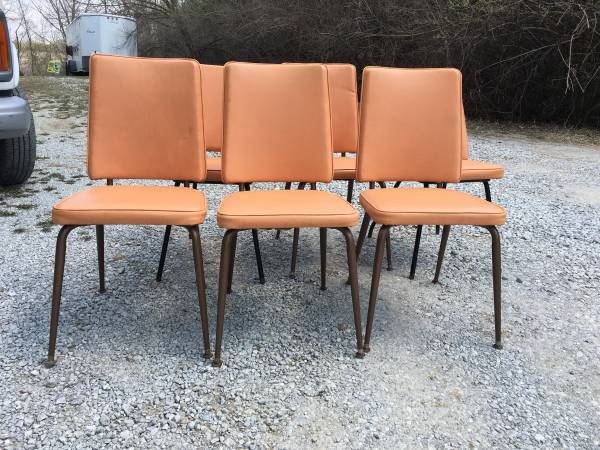 Photo KITCHEN TABLE WLEAF AND SIX CHAIRS - $25 (15746 N 56TH ST)