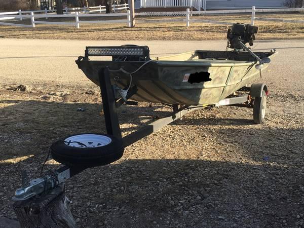 Photo Lowe 1436 jon boat - 13hp long tail mud motor - $2,400 (Riley)