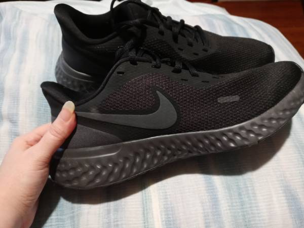 Photo New womens Nike Revolution shoes size 11 - $50 (Southeast lincoln)