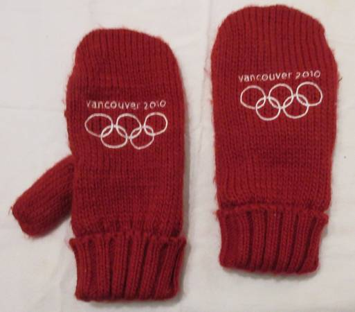 Photo Pair Red 2010 Vancouver Olympics Mittens Size Large New - $10 (Lincoln)