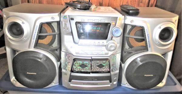 Photo Panasonic 5 CD Stereo SA-AK33 Dual Tape AMFM Super SubWoofer, With Re - $125 (se lincoln ne)