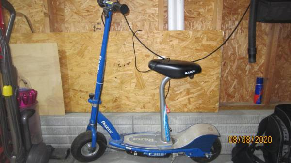 Photo Razor E300 scooter - $30 (Lincoln)