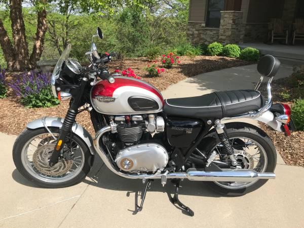 Photo Triumph Motorcycle - $8,550 (Blair)