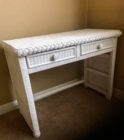 Photo White Wicker Desk - $60 (Lincoln)