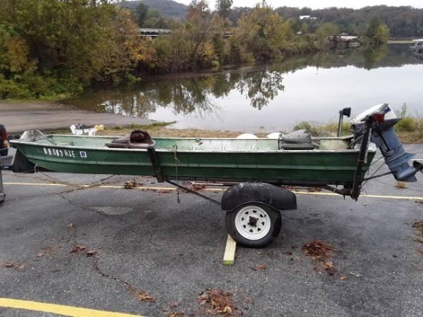 Photo 14 ft Aluminum Jon Boat with 15 Hp Motor - $1000 (Heber Springs)