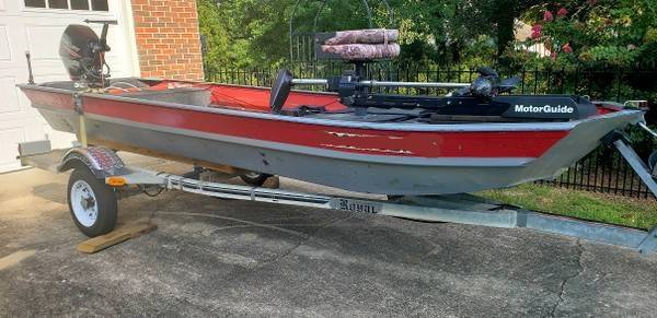 Photo 15ft Jon boat, 20hp motor and trailer - $1,001
