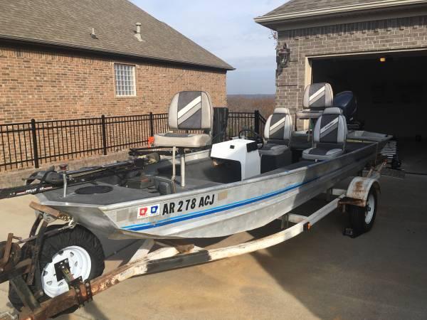 Photo 16 foot aluminum bass boat - $5,500 (Sherwood, AR)