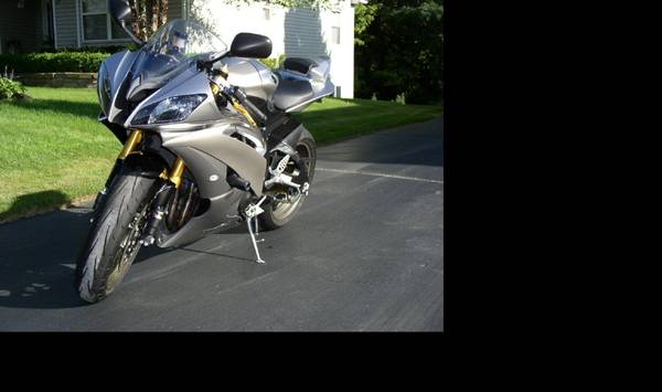 Photo 2008 Yamaha R6 Track Bike - $1,000