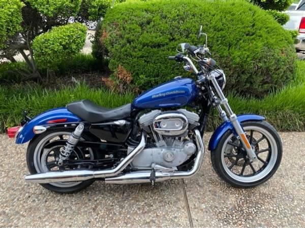 Photo 2017 Harley-Davidson XL883 SuperLow Sportster - $6,500 (Harley-Davidson XL883 SuperLow Sportster)