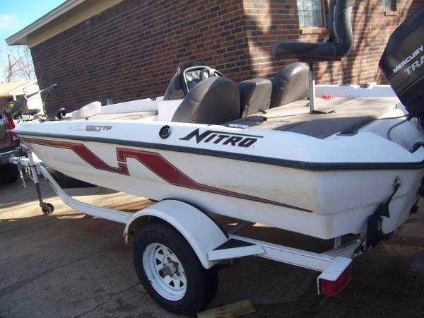 Photo 95 Nitro bass boat, 16 ft. good trailer - $2900 (SEARCY)