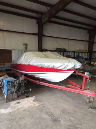 Photo 95 model Cobalt 200 ski boat - $8000 (Mcgehee)