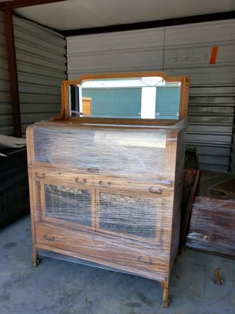 Photo Antique Rounded Glass Top Display Case with Leaded Glass Doors - $475 (North Little Rock)