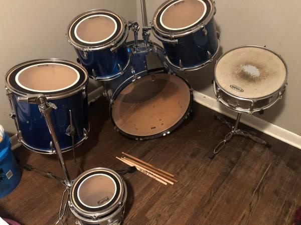 Photo Blue 6 piece drum set - $575 (North Little Rock)