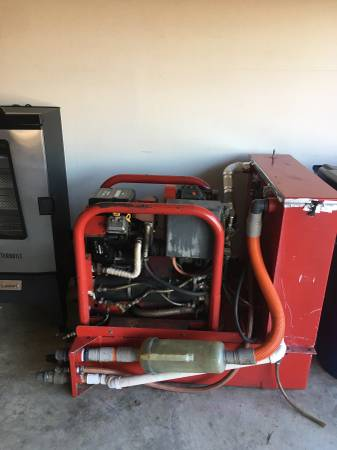 Photo Commercial carpet cleaning machine - $800 (Beebe)