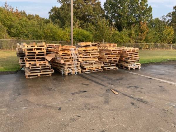 Photo FREE wood pallets (searcy)