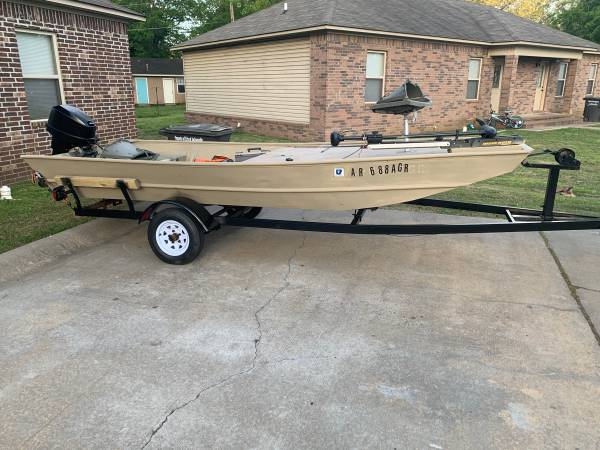 Photo G3 Aluminum boat and motor - $4500