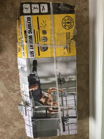 Photo Golds Gym Metal Weight set WBar. New - $60 (Pearcy)